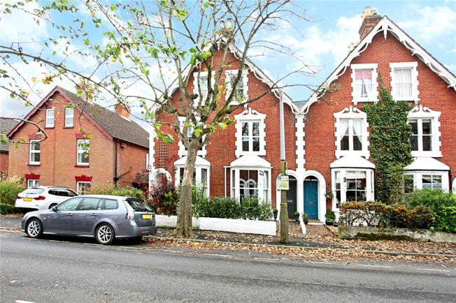 Guide Price £475,000, 3 Bedroom House For Sale in Salisbury, SP1