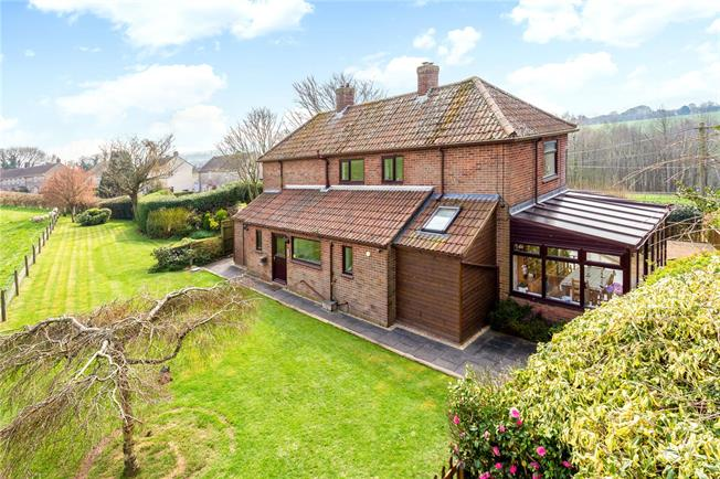Guide Price £450,000, 3 Bedroom Detached House For Sale in Shaftesbury, Wiltshire, SP7