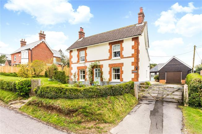 Guide Price £575,000, 3 Bedroom Detached House For Sale in Winterslow, SP5