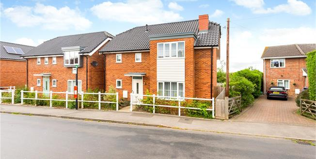 Guide Price £375,000, 3 Bedroom Detached House For Sale in Alderholt, SP6