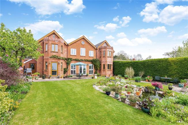 Guide Price £825,000, 9 Bedroom Detached House For Sale in Amesbury, SP4
