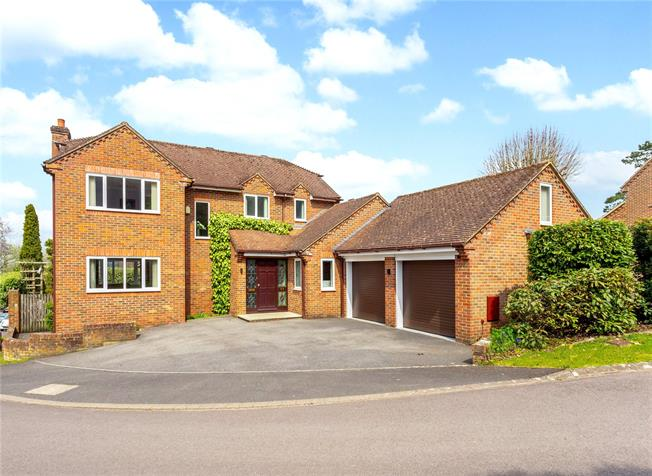 Guide Price £650,000, 4 Bedroom Detached House For Sale in East Harnham, SP2