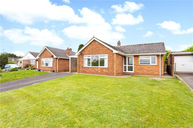 Guide Price £350,000, 3 Bedroom Bungalow For Sale in Firsdown, SP5