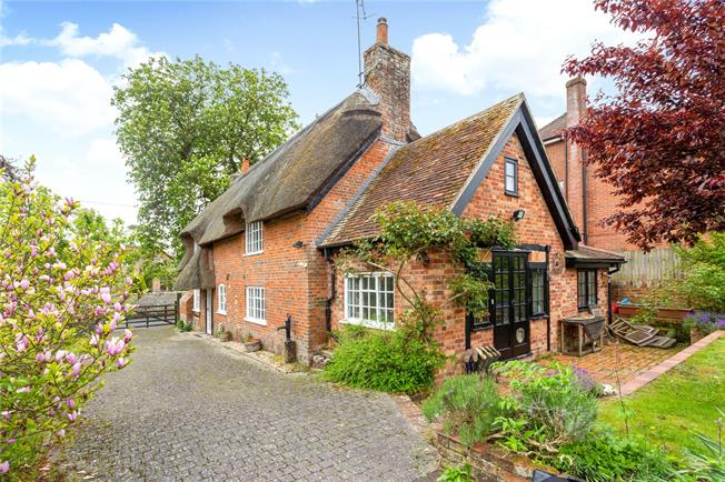 Guide Price £455,000, 3 Bedroom Detached House For Sale in Salisbury, Wiltshire, SP5