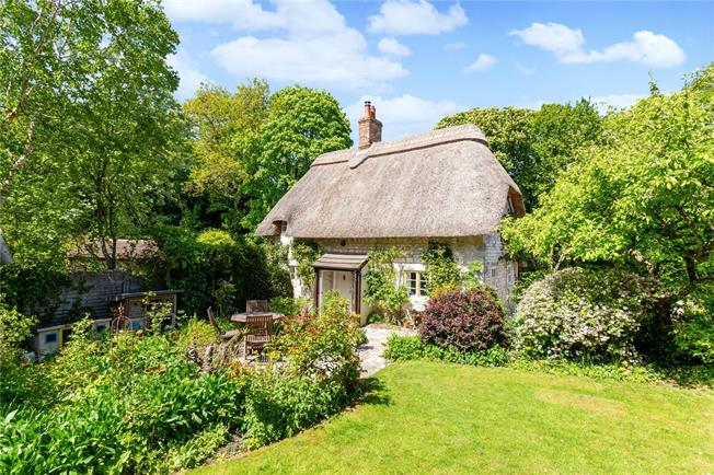 Guide Price £385,000, 2 Bedroom Detached House For Sale in Warminster, Wiltshire, BA12