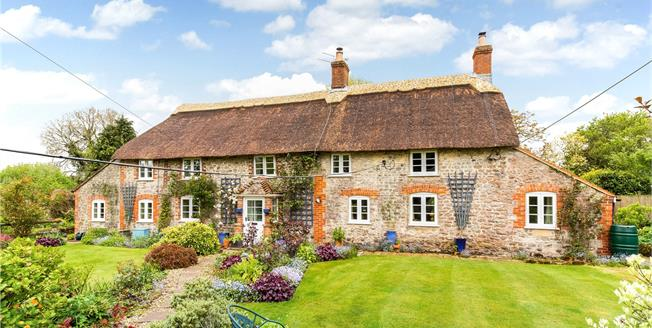Guide Price £500,000, 3 Bedroom Detached House For Sale in Warminster, Wiltshire, BA12