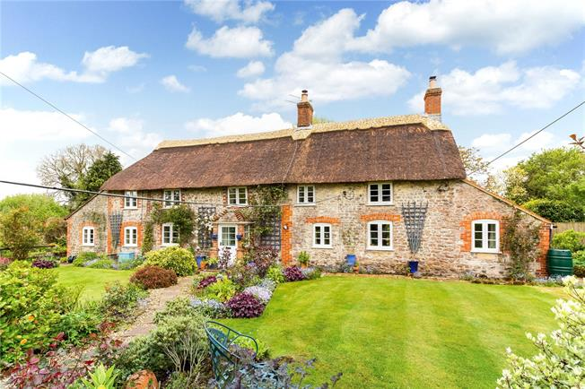Guide Price £500,000, 3 Bedroom Detached House For Sale in Kilmington, BA12