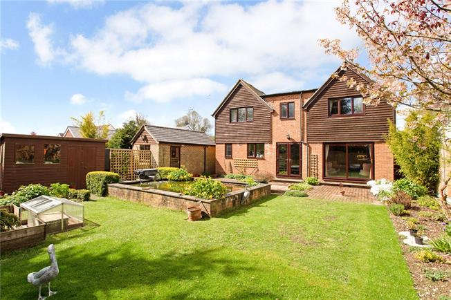 Guide Price £625,000, 4 Bedroom Detached House For Sale in Winterslow, SP5