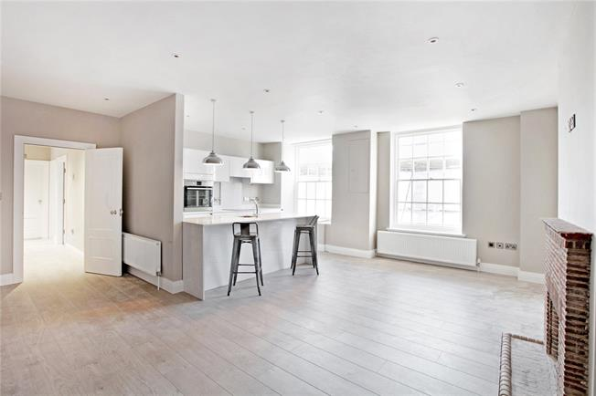 Guide Price £275,000, 2 Bedroom Flat For Sale in Wiltshire, SP1