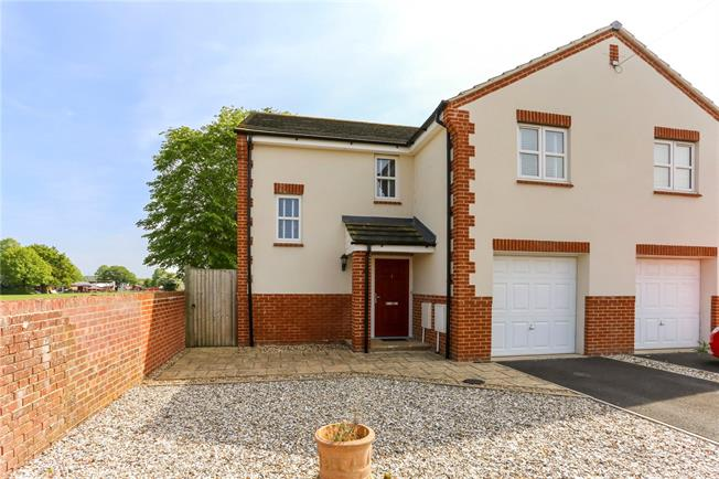 Guide Price £300,000, 3 Bedroom Semi Detached House For Sale in Durrington, SP4