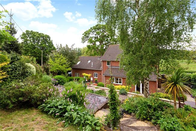 Guide Price £550,000, 4 Bedroom Detached House For Sale in Warminster, BA12