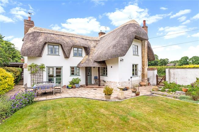 Guide Price £575,000, 3 Bedroom Detached House For Sale in Kimpton, SP11