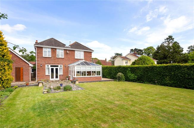 Guide Price £650,000, 4 Bedroom Detached House For Sale in Warminster, BA12