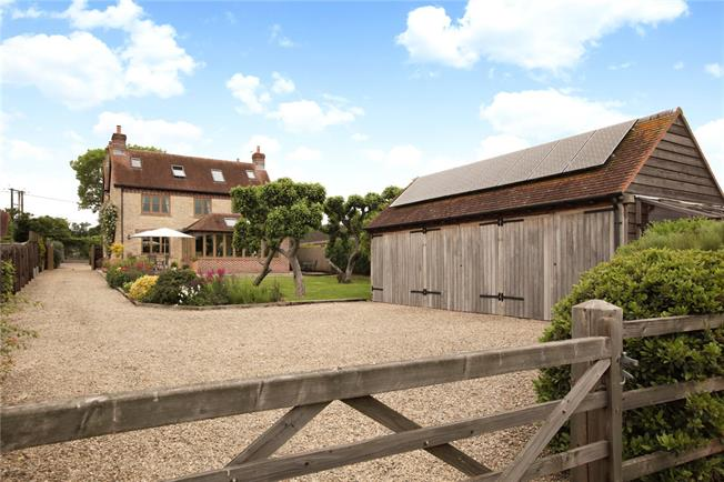 Guide Price £950,000, 6 Bedroom Detached House For Sale in Stour Row, SP7