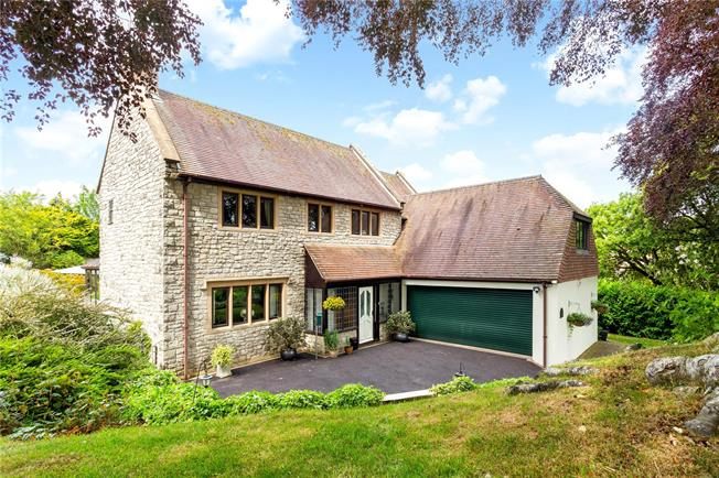 Guide Price £850,000, 3 Bedroom Detached House For Sale in Salisbury, Wiltshire, SP3