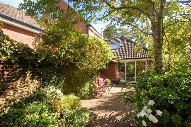 Guide Price £685,000, 4 Bedroom House For Sale in Salisbury, SP1