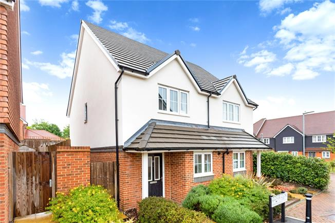 Guide Price £244,995, 2 Bedroom Semi Detached House For Sale in Bishopdown, SP1