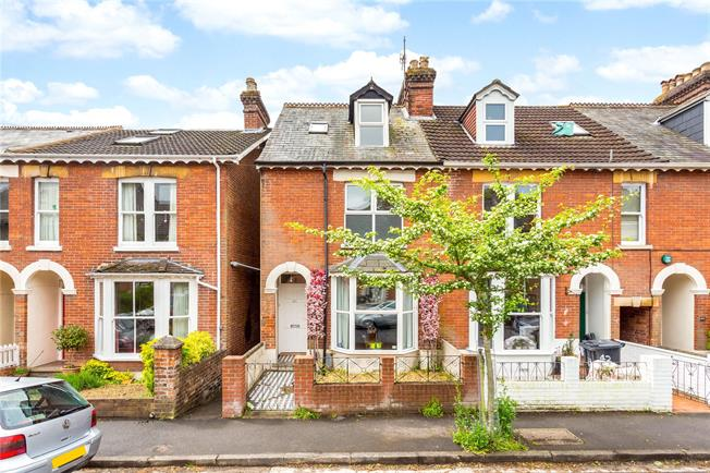 Guide Price £520,000, 4 Bedroom Semi Detached House For Sale in Salisbury, SP1