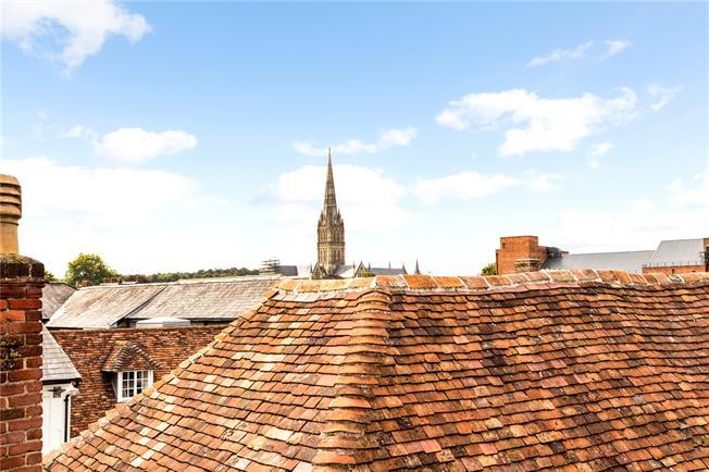 Guide Price £335,000, 2 Bedroom Flat For Sale in Salisbury, Wiltshire, SP1