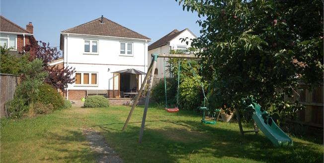 Guide Price £550,000, 4 Bedroom Detached House For Sale in Salisbury, SP2