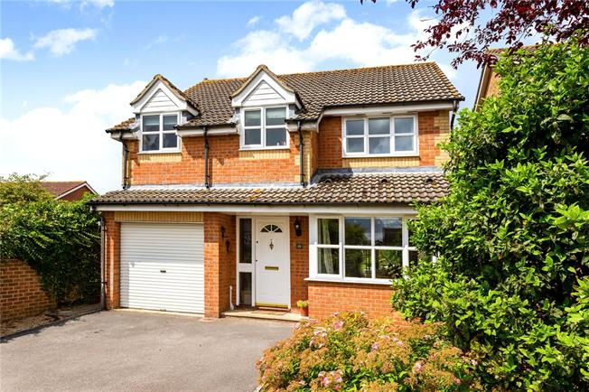 Guide Price £350,000, 4 Bedroom Detached House For Sale in Winterslow, SP5