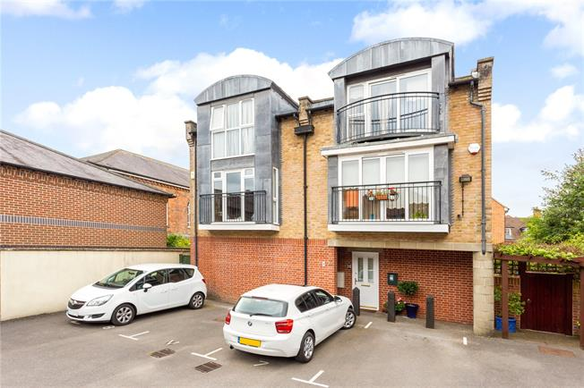 Guide Price £399,950, 3 Bedroom Terraced House For Sale in Salisbury, SP1
