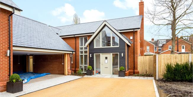 Guide Price £950,000, 4 Bedroom Detached House For Sale in Salisbury, SP1