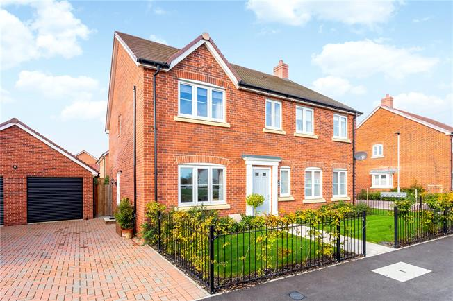 Guide Price £575,000, 5 Bedroom Detached House For Sale in Downton, SP5