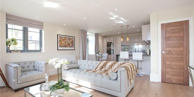 Guide Price £400,000, 1 Bedroom Flat For Sale in Buckinghamshire, SL2