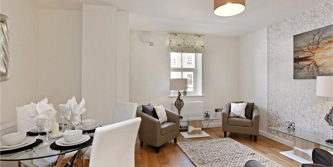 Guide Price £260,000, 1 Bedroom Flat For Sale in Buckinghamshire, HP6