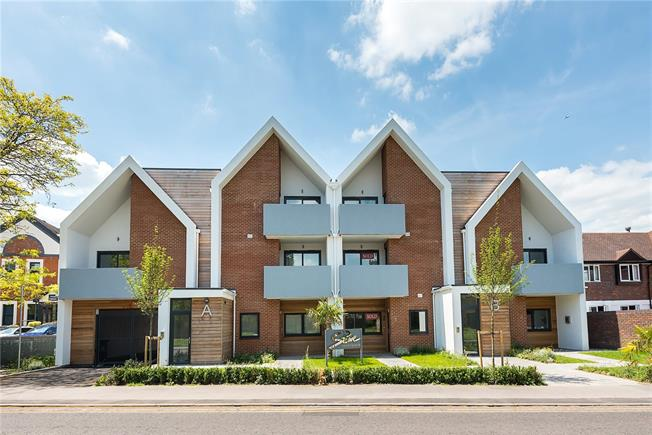 Asking Price £425,000, 2 Bedroom Flat For Sale in Bourne End, Buckinghamshi, SL8