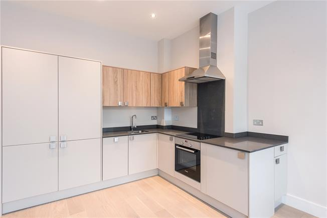 Asking Price £295,000, 2 Bedroom Flat For Sale in Buckinghamshire, SL8