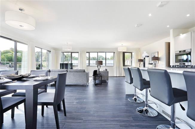 Asking Price £1,095,000, 3 Bedroom Flat For Sale in Hertfordshire, HP4