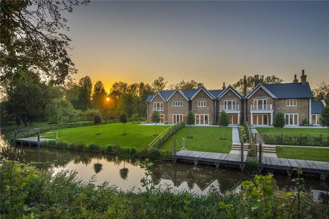 Guide Price £1,375,000, 3 Bedroom Detached House For Sale in Maidenhead, SL6