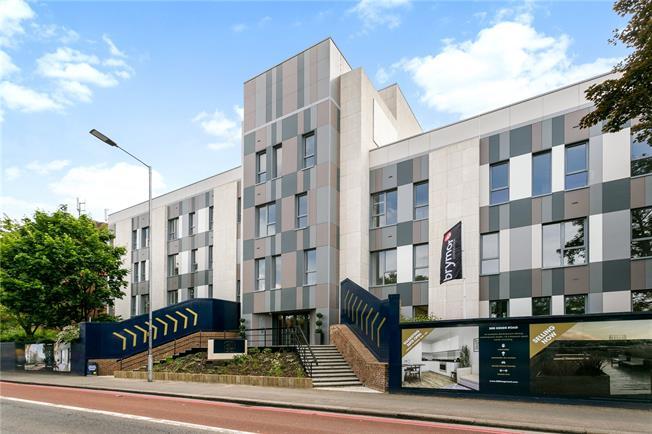Asking Price £370,000, 2 Bedroom Flat For Sale in Berkshire, RG1