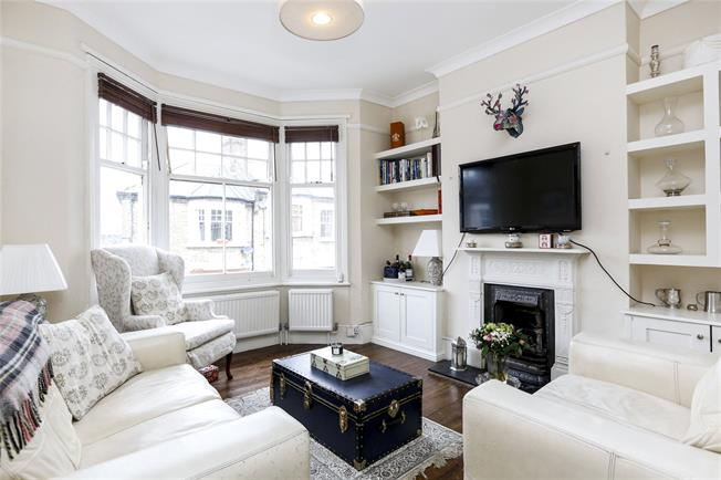 Asking Price £450,000, 2 Bedroom Flat For Sale in London, SW18