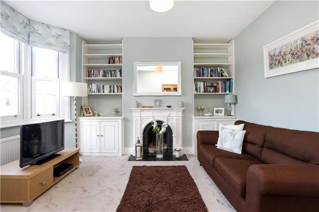 Asking Price £675,000, 3 Bedroom Flat For Sale in London, SW18