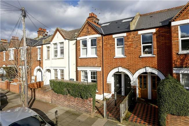 Asking Price £600,000, 2 Bedroom Flat For Sale in London, SW18