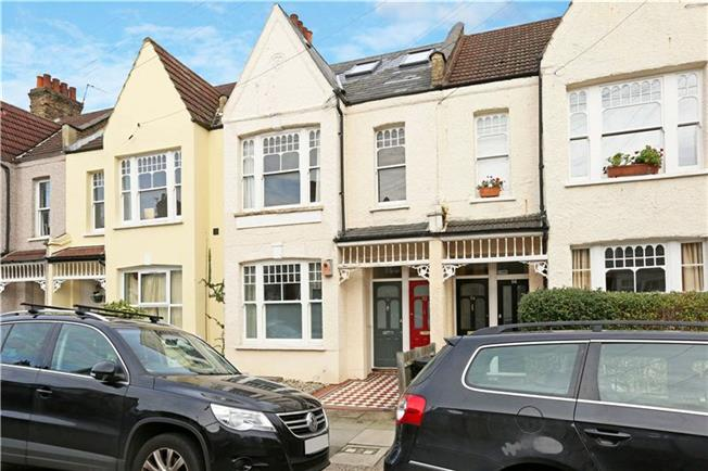 Asking Price £775,000, 3 Bedroom Flat For Sale in London, SW18