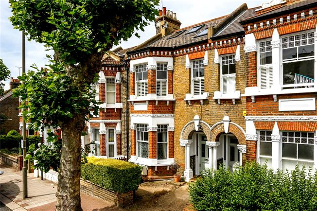 Asking Price £450,000, 1 Bedroom Flat For Sale in London, SW18