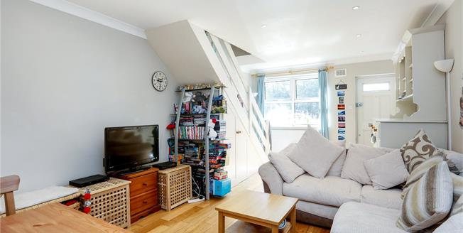 Asking Price £525,000, 2 Bedroom Flat For Sale in London, SW18