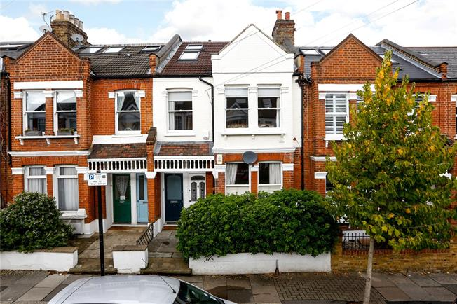 Offers in excess of £700,000, 3 Bedroom Maisonette For Sale in London, SW18