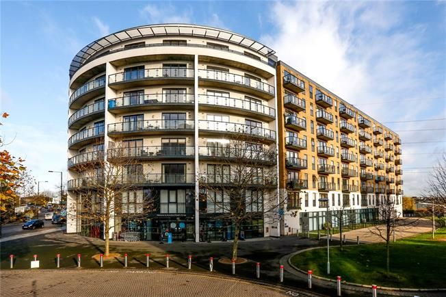 Asking Price £300,000, 1 Bedroom Flat For Sale in London, SW19