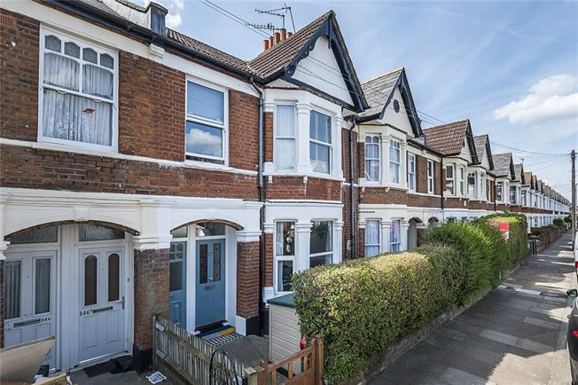 Asking Price £595,000, 2 Bedroom Flat For Sale in London, SW18
