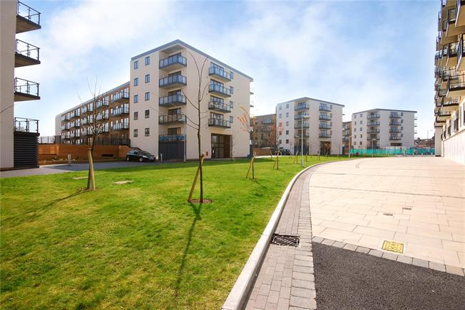 Asking Price £325,000, 1 Bedroom Flat For Sale in London, SW19