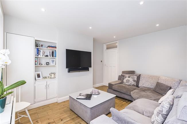 Asking Price £545,000, 2 Bedroom Flat For Sale in London, SW18