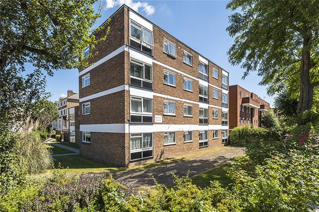 Asking Price £325,000, 2 Bedroom Flat For Sale in London, SW18