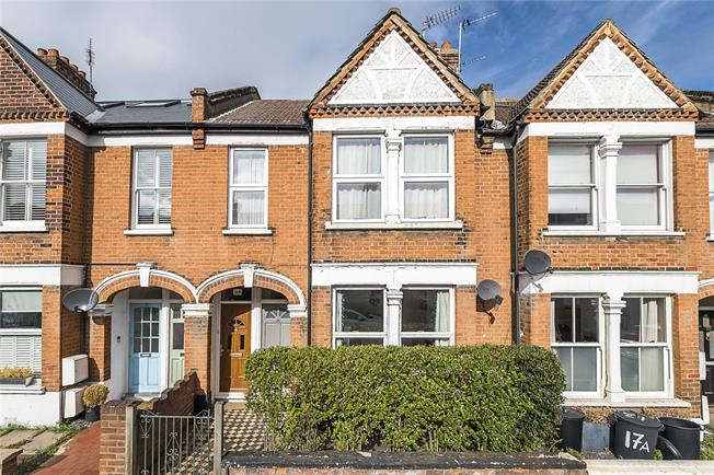 Asking Price £599,000, 2 Bedroom Flat For Sale in London, SW18