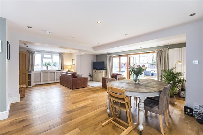 Guide Price £800,000, 3 Bedroom House For Sale in London, SW18