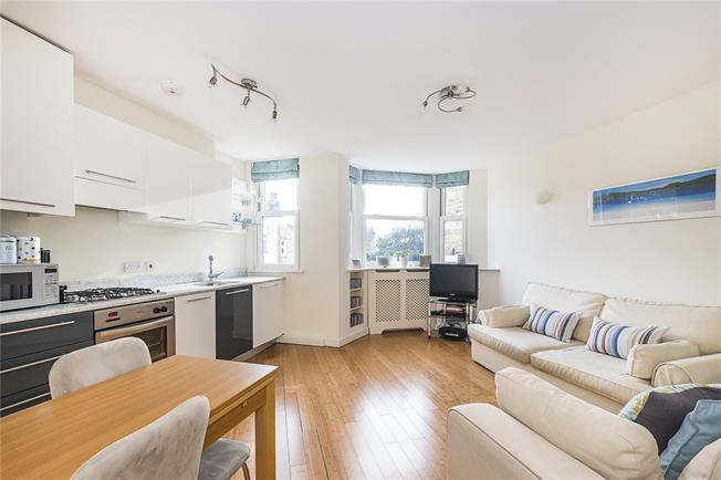 Asking Price £550,000, 2 Bedroom Flat For Sale in London, SW18